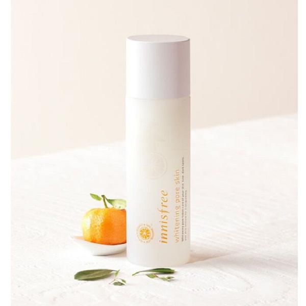 Innisfree Whitening Pore Skin 150ml sử dụng vitamin C từ thiên nhiên